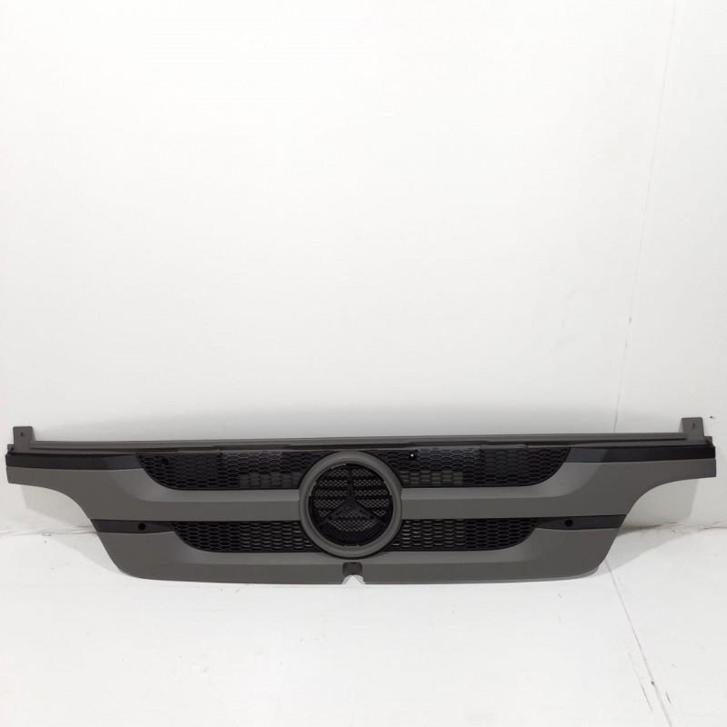 Решетка радиатора Merceds Atego 2